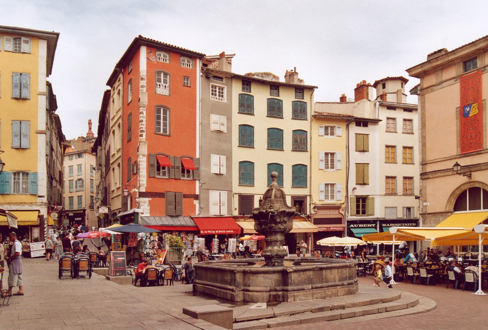 Fountain in center of Le Puy en Velay