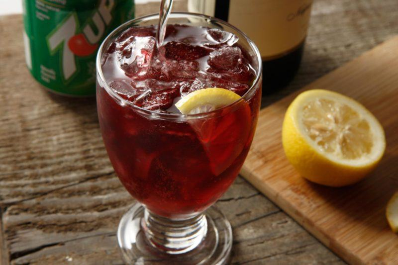 wine glass with tinto de verano, lemon and ice. Half of a lemon and 7-up can in background.