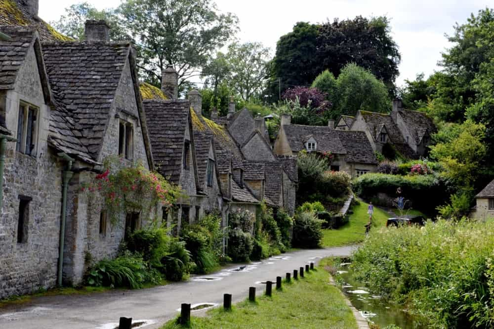 row of thatched houses in a cotswolds village
