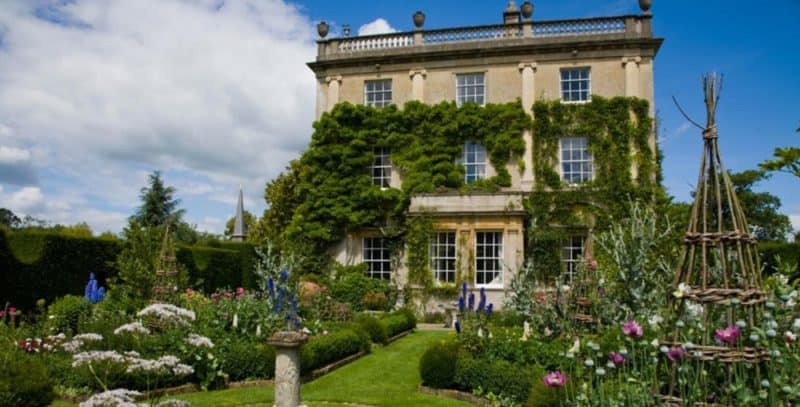 square front of Highgrove House, gardens in front
