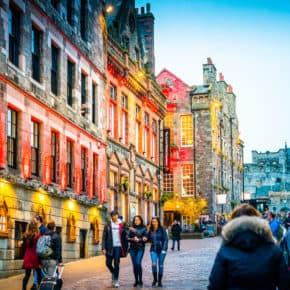 night on the colorful streets of Edinburgh
