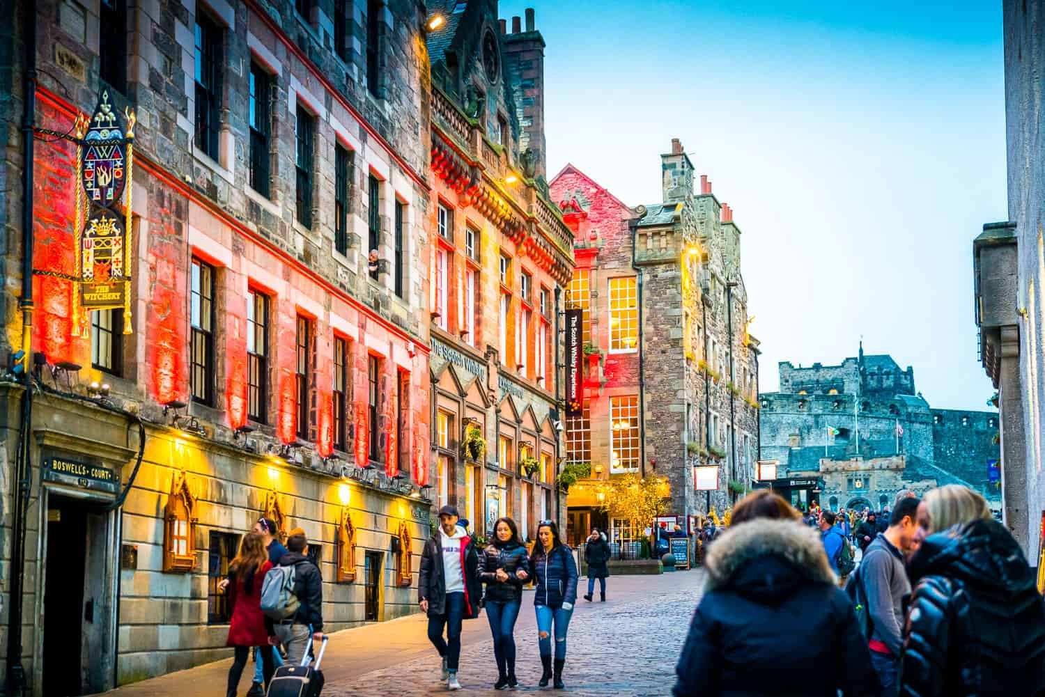 night on the colorful streets of Edinburgh