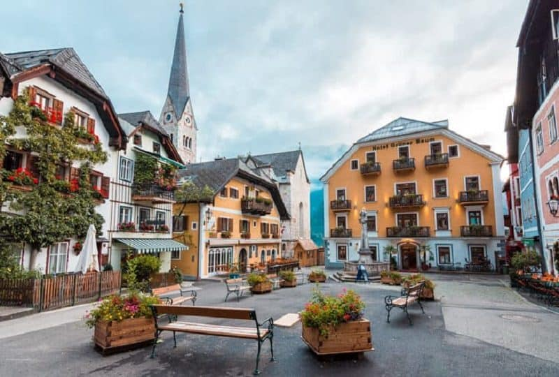 City square in Hallstatt