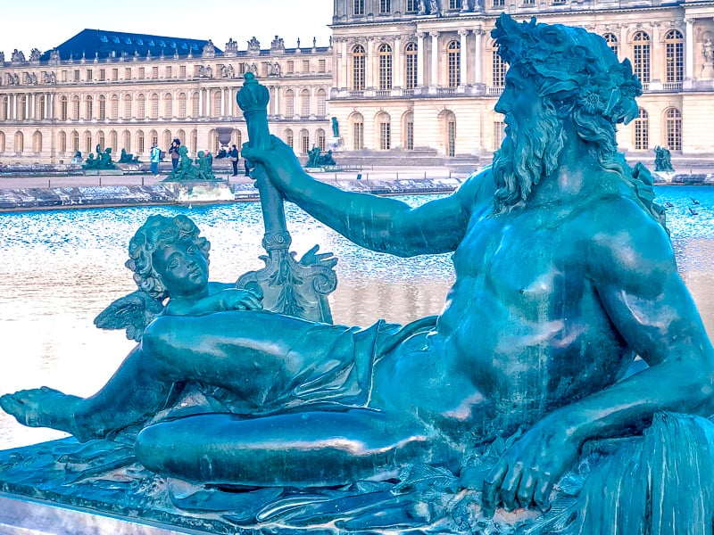 Statue and fountain at the gardens of Versailles