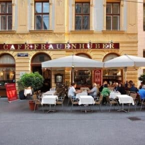 photo of the al fresco dinning at cafe Frauenhuber