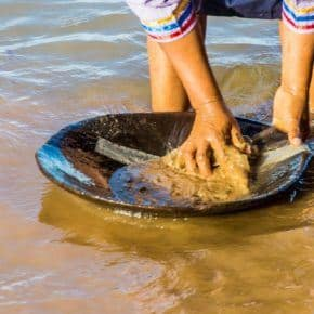 Kichwa panning for gold